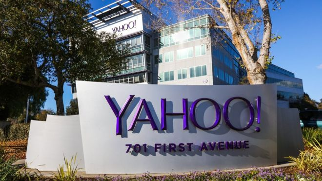 Verizon Threatens to Bail on Yahoo Purchase After Hack